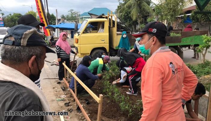 Kreatif, Mahasiswa Poltekes Kelurahan Nan Balimo Rubah Lokasi Pembuangan Sampah Ilegal Jadi Indah